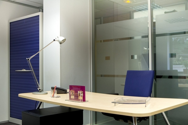 Bureau simple un poste de travail, centre d'affaires boulogne